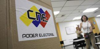 Los miembros de mesa instalaron este viernes 39.018 equipos de votación   Geraldo Caso / AFP