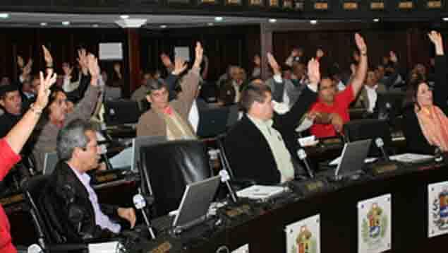 Parlamento otorgó poderes especiales a Chávez en cuatro oportunidades (Créditos: AN)  Leer más en: http://www.ultimasnoticias.com.ve/noticias/actualidad/politica/cronologia---cuatro-leyes-habilitantes-en-13-anos.aspx?utm_source=UNNewsletter&utm_medium=Email&utm_campaign=UltimasNoticias#ixzz2cFsmsnT2