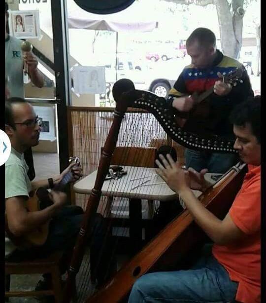 Grupo llanero Los Tirapiedras. Foto: Facebook.