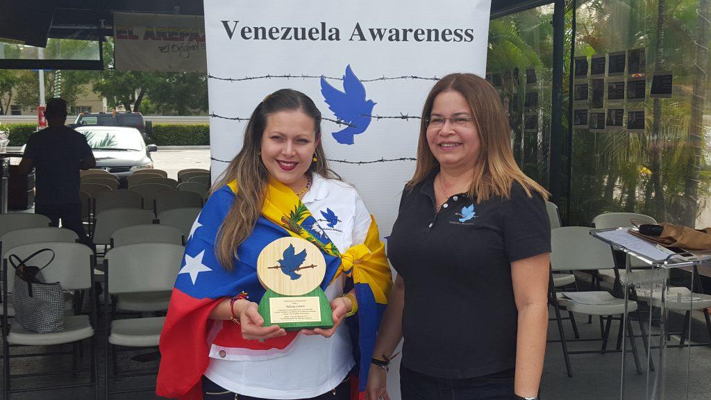 Reconocimiento a la voluntaria de Venezuela Awareness, Yubisay Camero (Foto VAF)