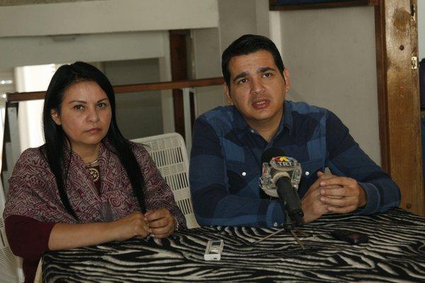 arcos Ruíz, representante del SNTP, estuvo acompañado de la Secretaria regional del Colegio de Periodistas, Sandra Rondón.